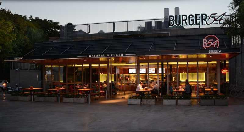 Burger54 lanza su modelo de franquicias