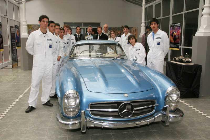 Mercedes-Benz acompañó la inauguración del Paseo Fangio