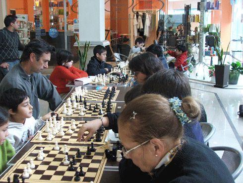 Continúan las Clases Gratuitas de Ajedrez en Pilar Point
