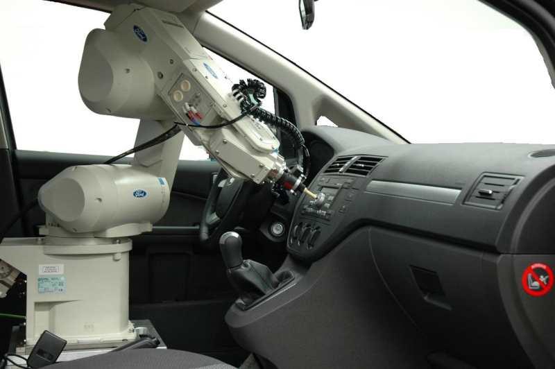 Ford utiliza un robot para sentir la calidad de sus productos