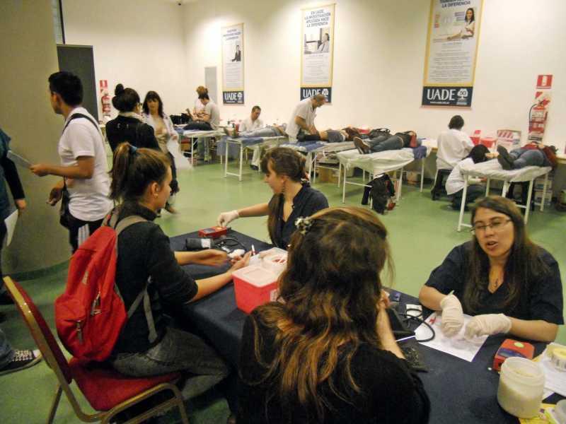"""Exitosa Campaña de Donación de Sangre """"UADE por el Argerich"""""""