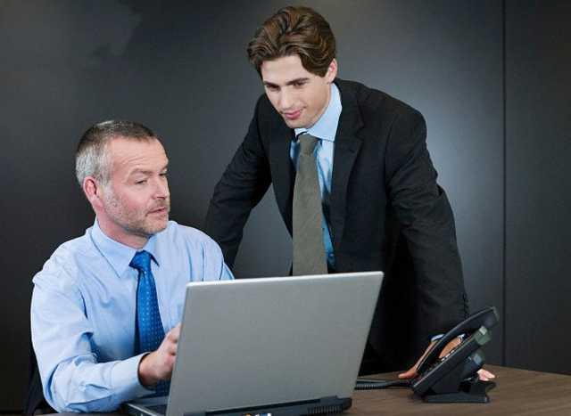 ¿Qué hacer cuando su jefe trabaja demasiadas horas?