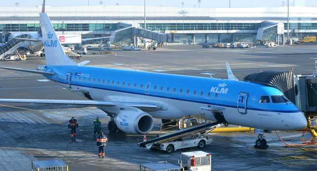 Brasileña Embraer recibe pedido de Air France-KLM por 17 aviones regionales
