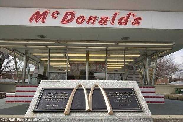 El restaurante en Des Plaines, Iowa, que fue la primera abierta por Ray Kroc como una franquicia. Ahora es un museo de cómo comenzó la franquicia, aunque los hermanos McDonald habían vendido en realidad más franquicias. Foto: Cortesía The Daily Mail / RT