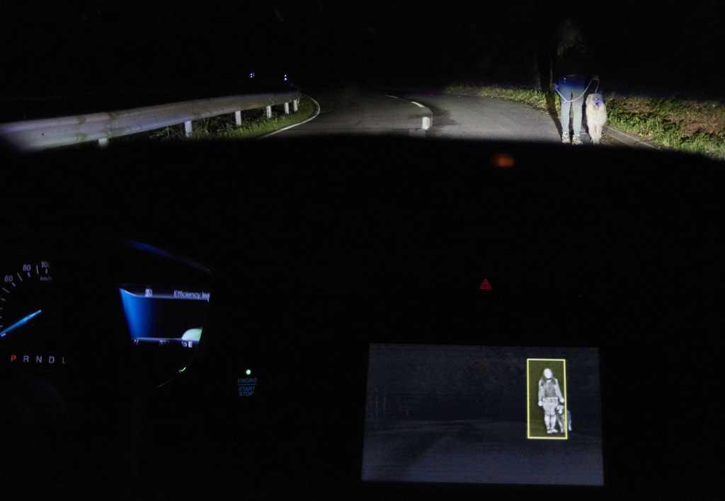 Ford desarrolla sistema de iluminación que detecta personas y animales