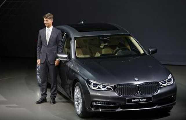 CEO de BMW dice que la compañía se centrará en lo digital para renovar la estrategia