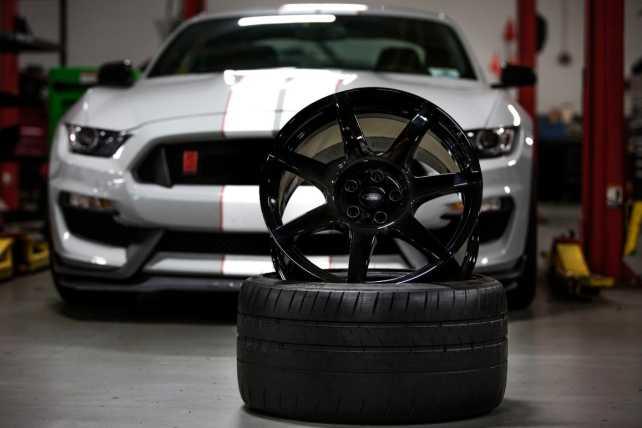 Ford presenta la primer llanta de fibra de carbono de producción masiva