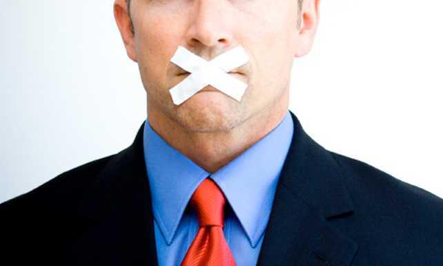 Qué tipo de expresiones y palabras deben evitarse en la comunicación de marca