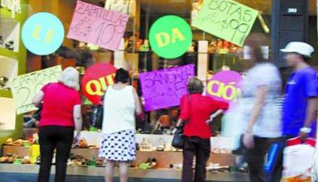 Comerciantes argentinos reconocen que retraen ventas para cuidar el stock por falta de precios