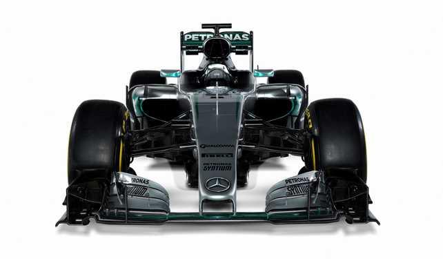 El equipo Mercedes AMG Petronas presentó el nuevo Flecha de Plata