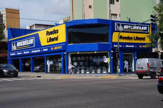 Michelin inaugura un nuevo punto de venta junto a Ruedas Liberal