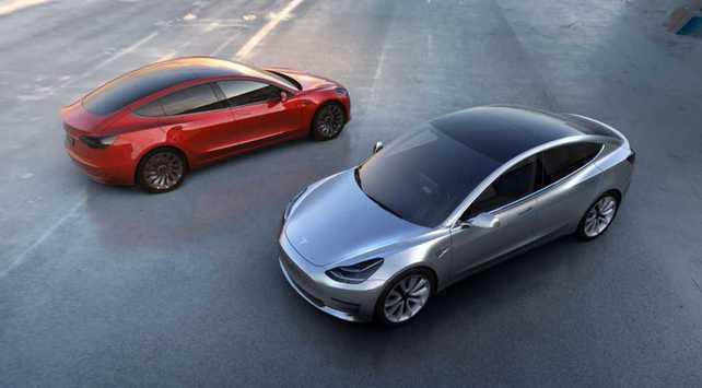 Tesla lanzó el esperado Model 3