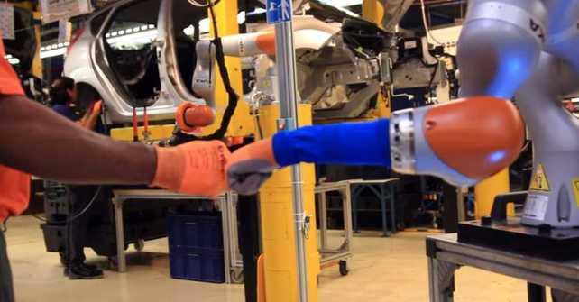 Industria 4.0: hombres y robots trabajando en conjunto
