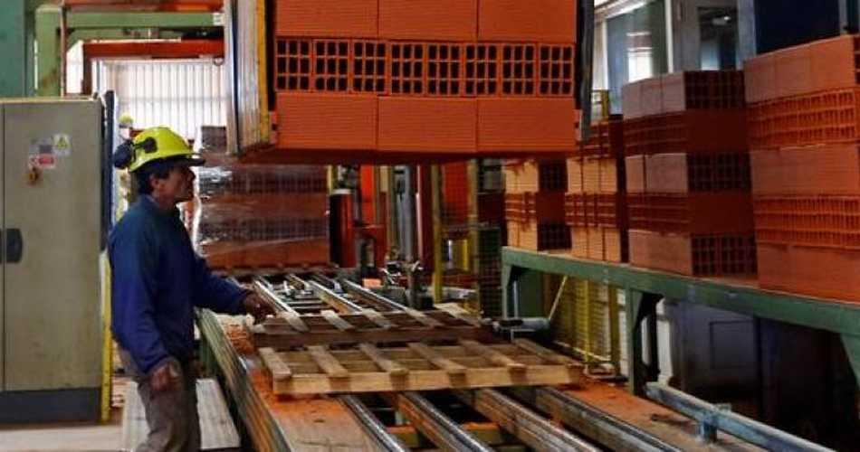 Producción industrial de Argentina arrojaría en enero su menor caída en once meses
