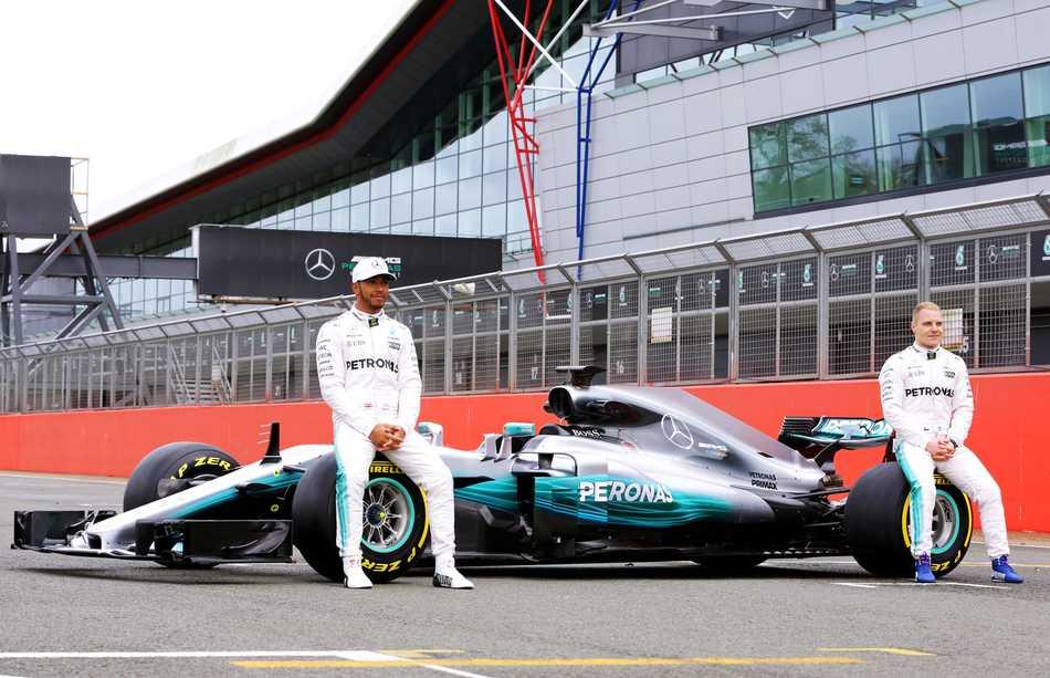 Mercedes-AMG Petronas Motorsport presentó el nuevo vehículo para competir en 2017 en la Fórmula 1