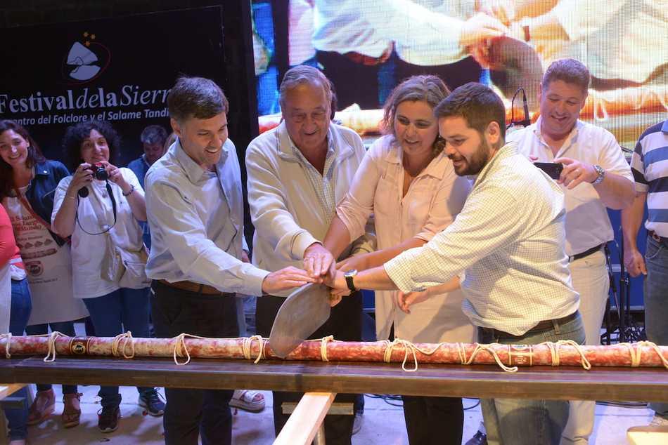 Se presentó en Tandil el salame de denominación de origen más largo del mundo