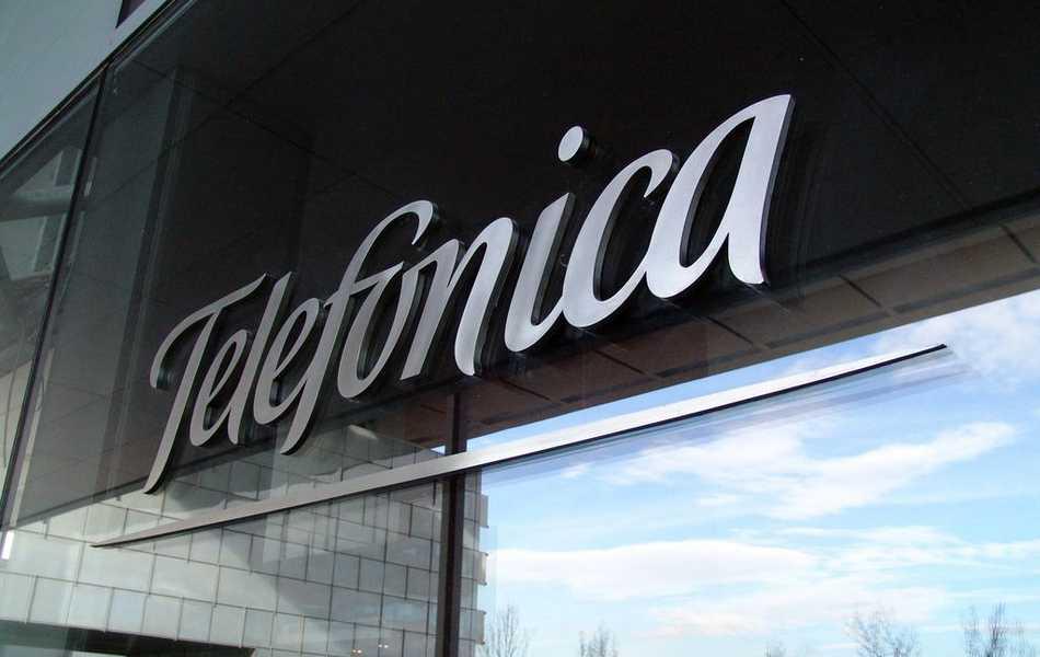 Telefónica vende el 40% de Telxius a KKR