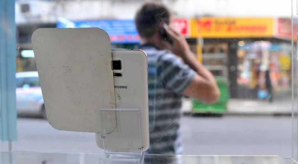 Los celulares siguen caros: no habrá rebaja en los aranceles de importación para los teléfonos móviles