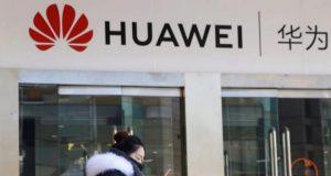 Huawei utiliza un iPhone para felicitar el año a sus clientes en Twitter