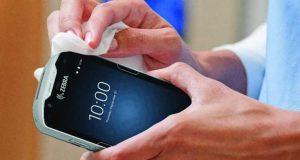 Seis pasos para desinfectar correctamente dispositivos tecnológicos
