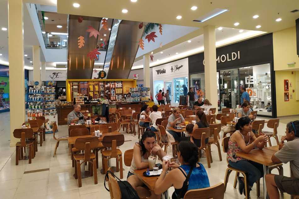 San Justo Shopping reabre su Patio de Comidas